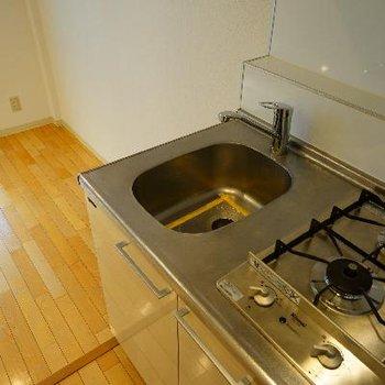 キッチンもコンパクトですが、2口です!