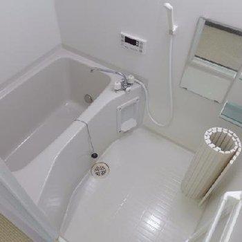お風呂は追い焚き付きで快適です