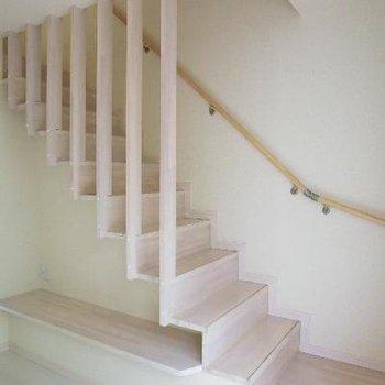 階段下はベンチチェスト。