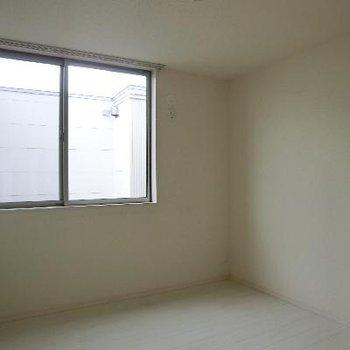 洋室その2 5帖のお部屋です。