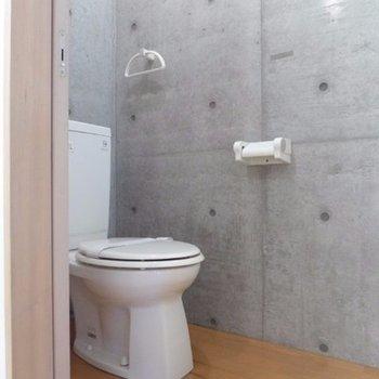 トイレ空間までコンクリ