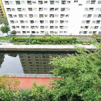 下を見ると川よ遊歩道に♪
