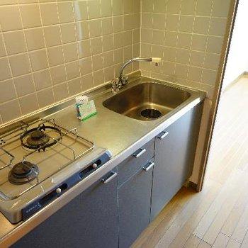 キッチンはゆったり2口ガスで使い勝手も良好です♪