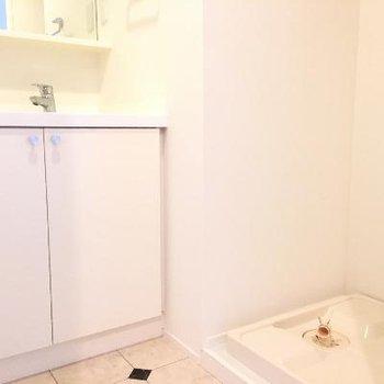 洗面器と洗濯機置場です!