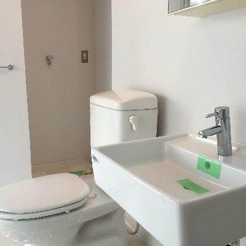 トイレと洗面台は近くです