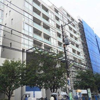 10階建ての立派なマンション