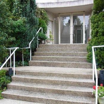階段をのぼって到着!