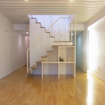 階段下も収納できます!