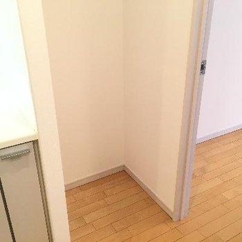 冷蔵庫置場はキッチンの隣に