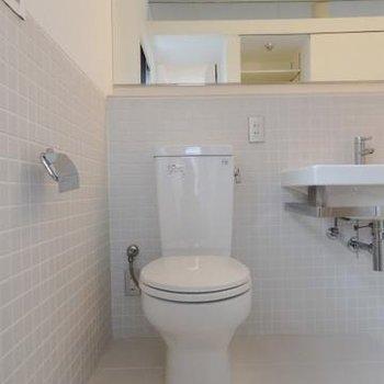 トイレもお風呂と一緒の空間に。ゆったりしていますよ。