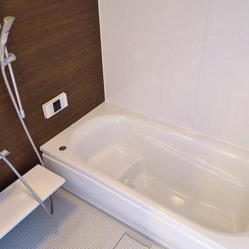 お風呂はのびのび足を伸ばせる〜!