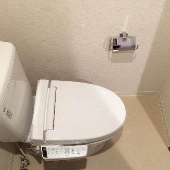 トイレの前にお風呂があります