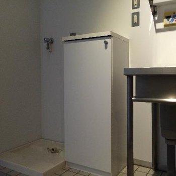 キッチン横にある靴棚と洗濯機置場