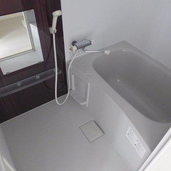 お風呂もシンプルに良いです※写真は別部屋