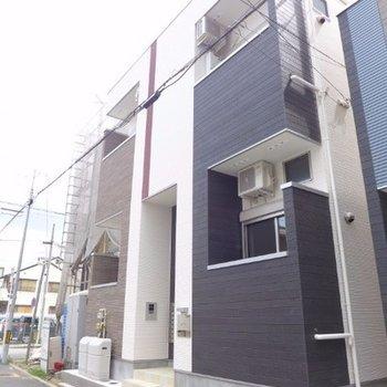 静かな住宅街にある新築です