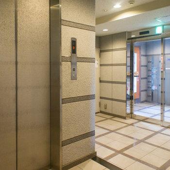 掃除の行き届いたエレベーターホール