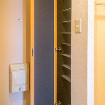 シューズボックスは棚の幅が変えれて便利