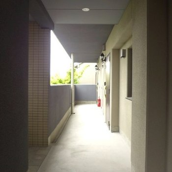 共用廊下もまだまだ綺麗