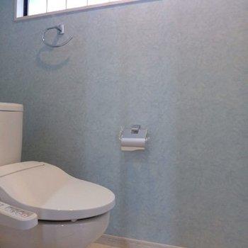 トイレも自然光が入ります