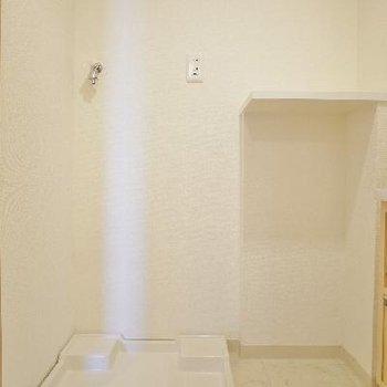右の棚はたぶん洗剤置きますよね!