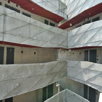 デザイン性の高い建築物でもあります