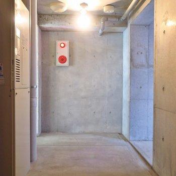 最上フロアの扉の向こうに広がる第2のバルコニー。