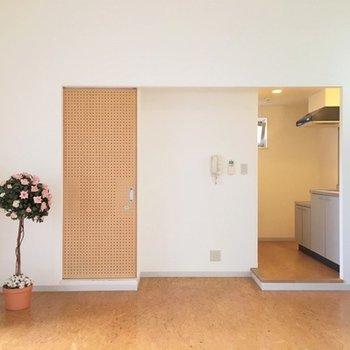 白いクロスのシンプルなお部屋です。