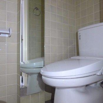 トイレに鏡!!