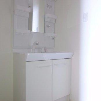 洗面台も綺麗です