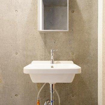 洗面台も例にならってすっきり。