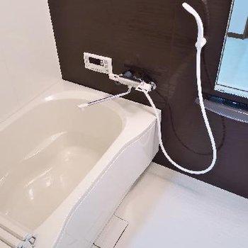 お風呂も綺麗ですね〜。