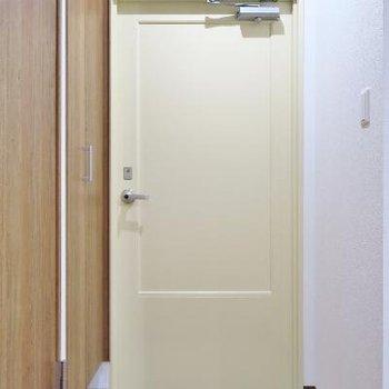 玄関はこちらですね。