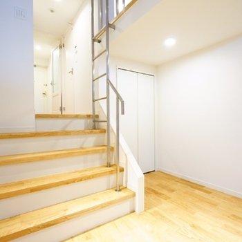 階段部分も無垢です