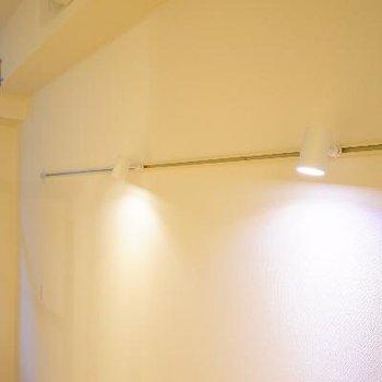 壁にライティングレール!