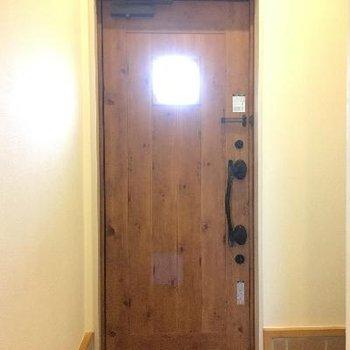 木のドアがおしゃれ!別荘みたいです!