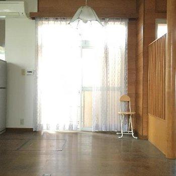 キッチンふきんの窓。冷蔵庫もありました!