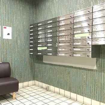 メールボックス。なぜだか椅子も置いてありました!