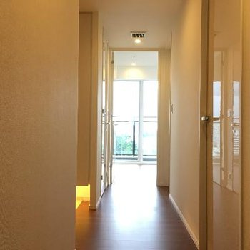 廊下です。部屋がいっぱい!