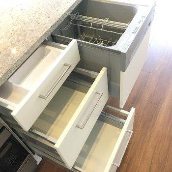 キッチン収納もバッチリ!食器洗浄機もあるんです!
