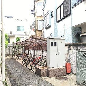 自転車置き場もありました!