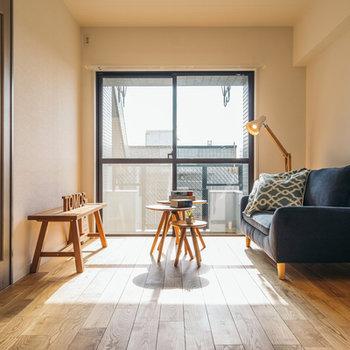 こちらは玄関隣の洋室!※写真は前回募集時のもの、家具はイメージです