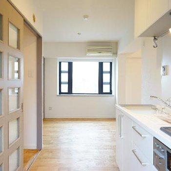 居室と繋がりのあるキッチンが嬉しい!※写真は前回募集時のもの