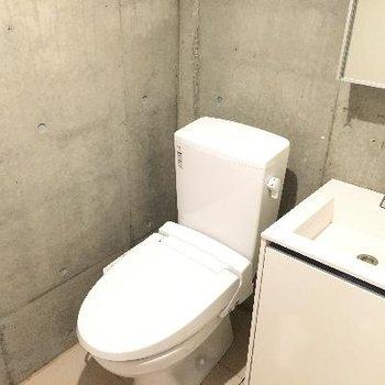 トイレと洗面台です!