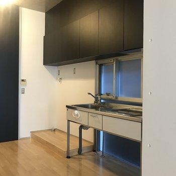キッチンの収納も多く、生活感を隠すことができそうです。