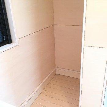 冷蔵庫置き場もこんなところに隠れてました!