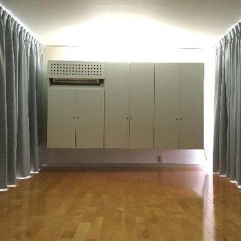 ちなみにカーテンを閉めるとこんな感じになります。