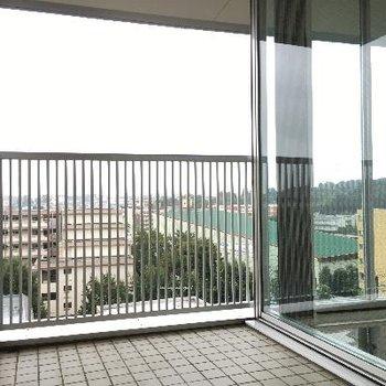 こちらが2階のベランダ。1階とは違い奥行きがあるタイプ。