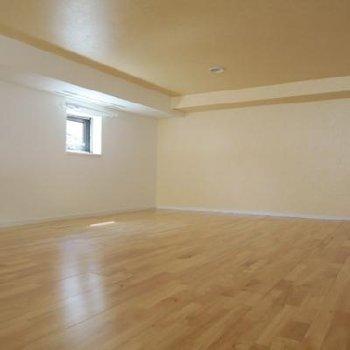 こちらはロフト部分、奥行きもあって広々使えそう*写真は別室です