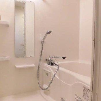 お風呂はシンプル*お部屋は別室です