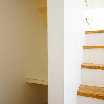階段下にはもちろん収納!
